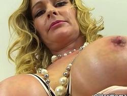 English milf Elegant Eve exposes her eager fanny