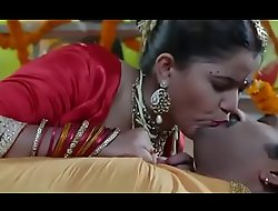 desimasala porn  Hot bhojpuri smooching, navel kiss suhaagraat song